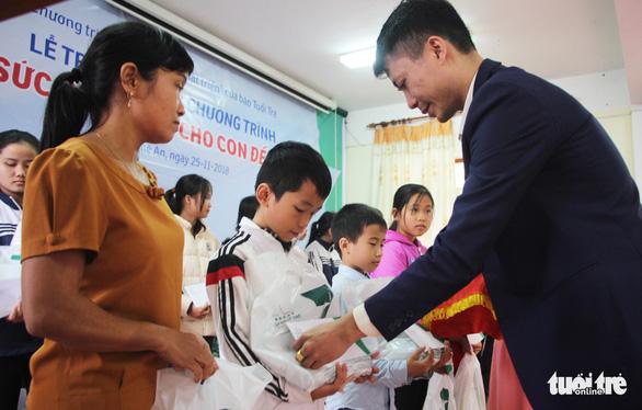 Trao thưởng Tiếp sức con nhà nông đến trường tại Nghệ An - Ảnh 4.