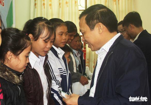 Trao thưởng Tiếp sức con nhà nông đến trường tại Nghệ An - Ảnh 1.