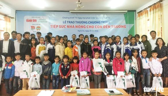 Trao thưởng Tiếp sức con nhà nông đến trường tại Nghệ An - Ảnh 6.