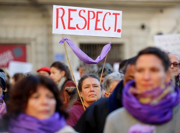 Mỗi ngày, 137 phụ nữ bị chính người thân sát hại - Ảnh 2.