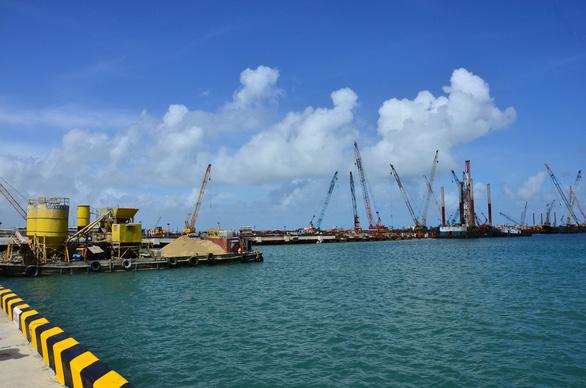 Xin nhận chìm 15,5 triệu m3 chất nạo vét cách đảo Lý Sơn 28km - Ảnh 1.