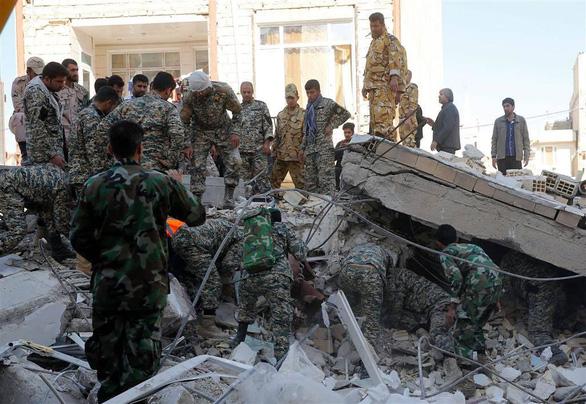 Động đất mạnh ở Iran, hơn 600 người bị thương - Ảnh 4.