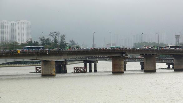 Kẹt xe kinh hoàng trên cầu Bình Triệu - Ảnh 7.