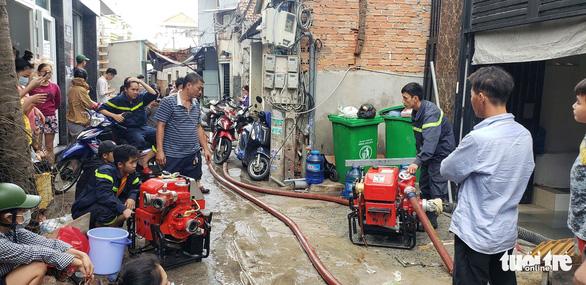 Hàng trăm xe máy ngập sâu trong tầng hầm căn hộ cho thuê - Ảnh 4.