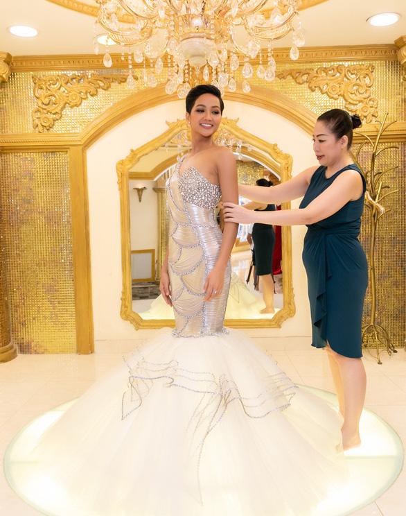 HHen Niê ưu tiên mặc thiết kế Việt thi Miss Universe 2018 - Ảnh 2.