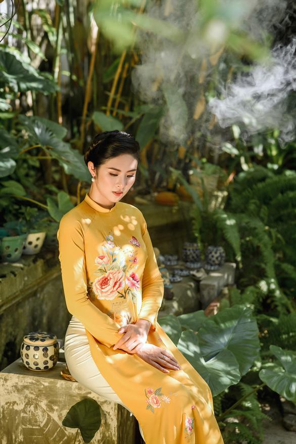 Áo dài Ngọc Hân cảm hứng Đường xưa mây trắng từ thiền sư Nhất Hạnh - Ảnh 7.