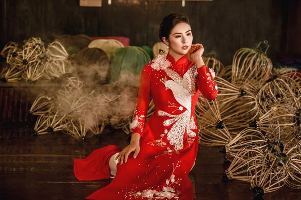 Áo dài Ngọc Hân cảm hứng Đường xưa mây trắng từ thiền sư Nhất Hạnh - Ảnh 5.
