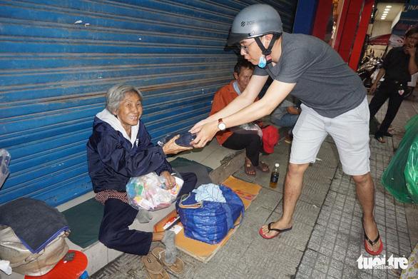 Bạn trẻ làm thiện nguyện: Ấm áp tình người sau đêm bão - Ảnh 10.