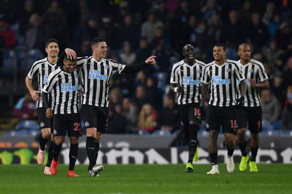 Newcastle rời khu vực nguy hiểm với chiến thắng thứ 3 liên tiếp - Ảnh 1.