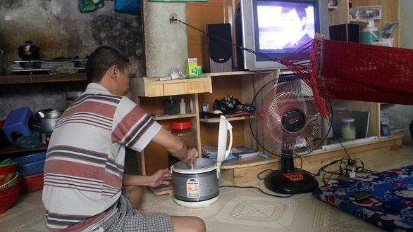 Người ở trọ vẫn còn sử dụng điện giá cao - Ảnh 1.
