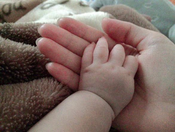 Cứu sống thai nhi: Nghĩ đến việc bỏ con, thấy mình ác quá - Ảnh 1.
