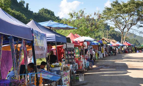 Hang Tham Luang thành điểm hút du khách - Ảnh 2.