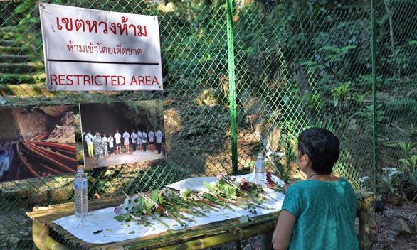Hang Tham Luang thành điểm hút du khách - Ảnh 3.