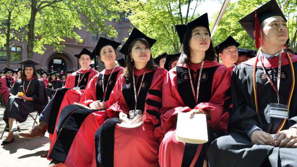 Sinh viên nước ngoài theo học tại Mỹ giảm năm thứ hai liên tiếp - Ảnh 1.