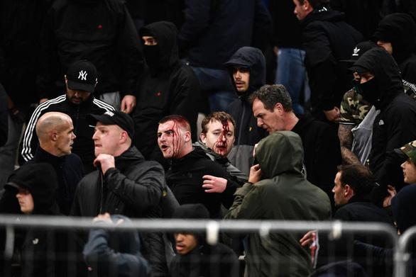 Bạo loạn đẫm máu trên khán đài Athens Olympic - Ảnh 7.