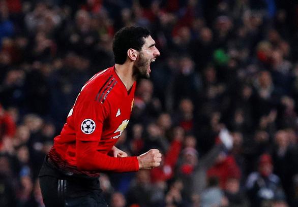 MU đoạt vé đi tiếp nhờ bàn thắng gây tranh cãi của Fellaini - Ảnh 1.