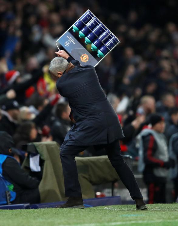 MU đoạt vé đi tiếp nhờ bàn thắng gây tranh cãi của Fellaini - Ảnh 3.