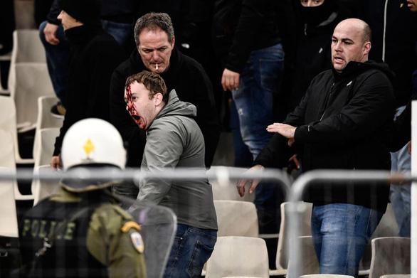 Bạo loạn đẫm máu trên khán đài Athens Olympic - Ảnh 6.