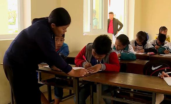 Cô giáo cho cả lớp tát học sinh phải nhập viện vì quá áp lực - Ảnh 1.