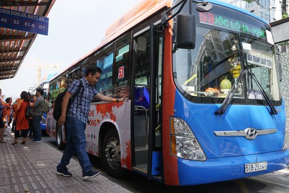Hành khách TP.HCM đi xe buýt giảm 21 triệu lượt sau 1 năm - Ảnh 1.