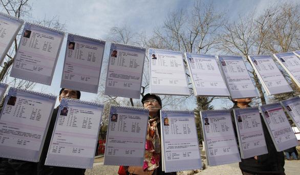 Cha mẹ Trung Quốc 'giải ế' cho con cái ở chợ hôn nhân  - Ảnh 1.
