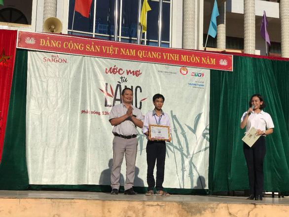 Học bổng của Bia Saigon đến với các em học sinh nghèo miền Trung - Ảnh 1.