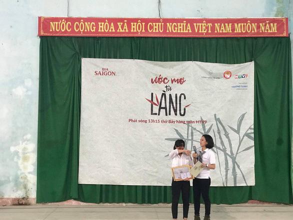 Học bổng của Bia Saigon đến với các em học sinh nghèo miền Trung - Ảnh 2.