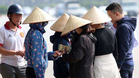 Vé trận lượt về Việt Nam - Philippines: Thị trường vé chợ đen nổi sóng - Ảnh 1.
