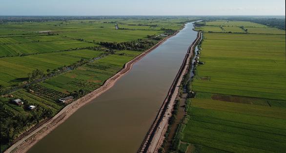 Bến Tre đưa vào sử dụng hồ chứa nước ngọt 1 triệu m3 đầu tiên - Ảnh 1.