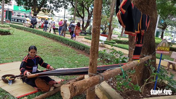 Lễ hội cồng chiêng Tây Nguyên quy tụ hơn 1.000 nghệ nhân - Ảnh 3.