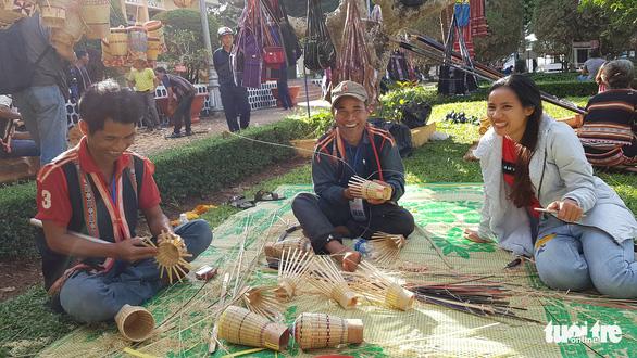Lễ hội cồng chiêng Tây Nguyên quy tụ hơn 1.000 nghệ nhân - Ảnh 1.