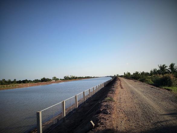 Bến Tre đưa vào sử dụng hồ chứa nước ngọt 1 triệu m3 đầu tiên - Ảnh 2.