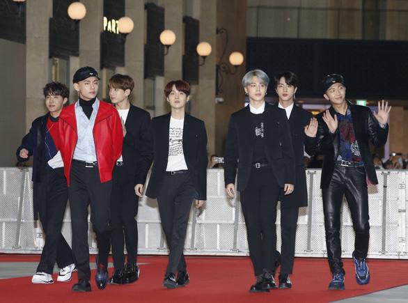 BTS gây tranh cãi sau thắng lớn ở giải Nghệ sĩ châu Á - Ảnh 1.