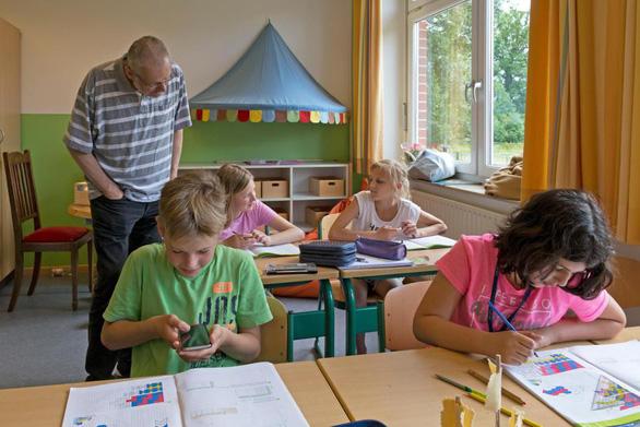 Nước ngoài dạy học sinh dùng smartphone, iPad ra sao? - Ảnh 2.