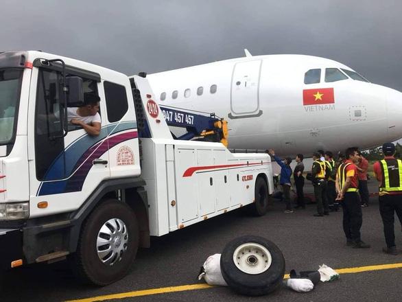 Tìm thấy vành lốp thứ hai của máy bay gặp sự cố