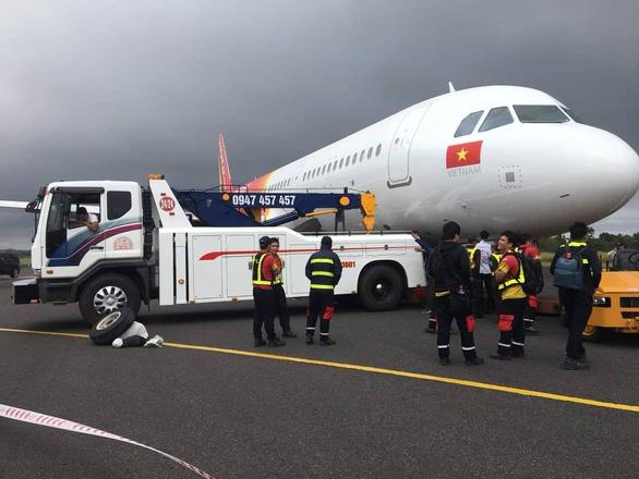 Tìm thấy vành lốp thứ hai của máy bay gặp sự cố - Ảnh 5.