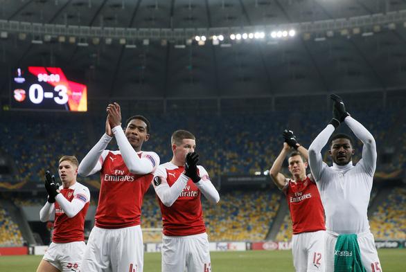 Đè bẹp đối thủ, Chelsea và Arsenal thẳng tiến với ngôi đầu bảng - Ảnh 2.