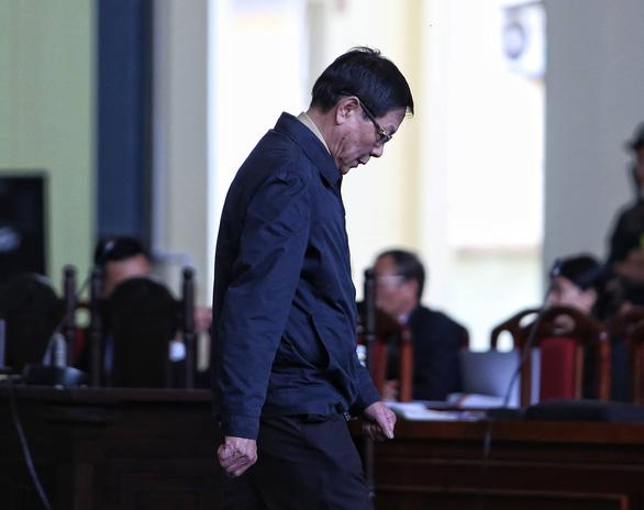 Ông Phan Văn Vĩnh xin vắng mặt khi tòa tuyên án - Ảnh 2.