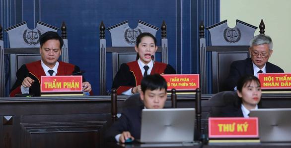 Ông Phan Văn Vĩnh xin vắng mặt khi tòa tuyên án - Ảnh 1.
