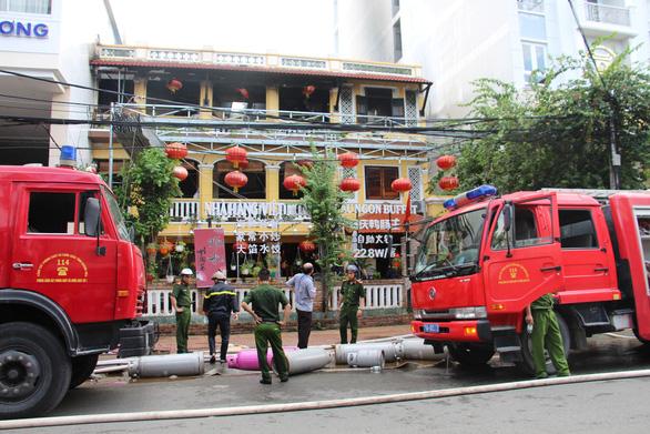 Cháy nhà hàng ở khu phố Tây Nha Trang - Ảnh 1.
