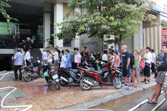 Cháy nhà hàng ở khu phố Tây Nha Trang - Ảnh 2.