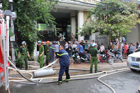 Cháy nhà hàng ở khu phố Tây Nha Trang - Ảnh 4.