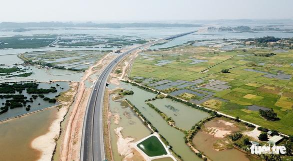 Đường cao tốc 12.000 tỉ giúp Hà Nội đi Vân Đồn chỉ còn 2,5 giờ - Ảnh 12.
