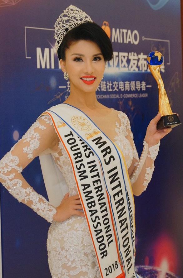 Tiếp viên Vietnam Airlines đăng quang Hoa hậu Quý bà quốc tế 2018 - Ảnh 1.