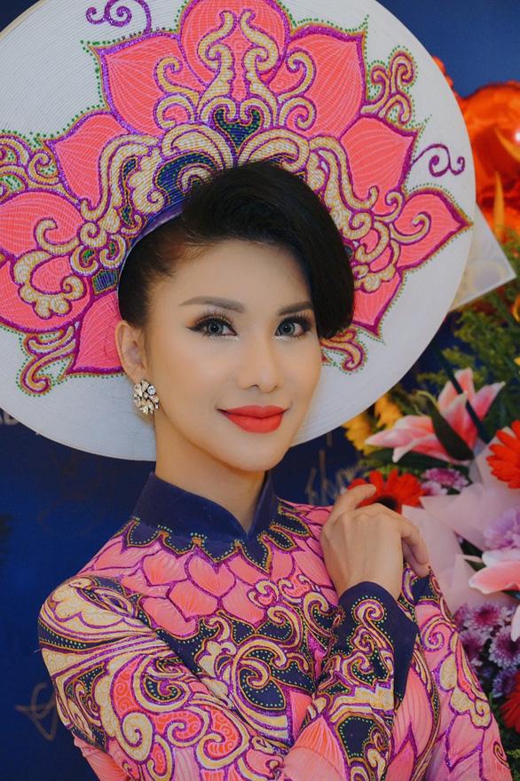 Tiếp viên Vietnam Airlines đăng quang Hoa hậu Quý bà quốc tế 2018 - Ảnh 3.