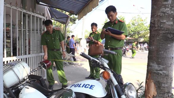 Truy tố tội giết người đối tượng chuyển thuốc lá lậu tông xe CSGT - Ảnh 2.