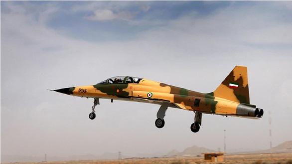 Iran tập trận bằng vũ khí tự làm - Ảnh 1.