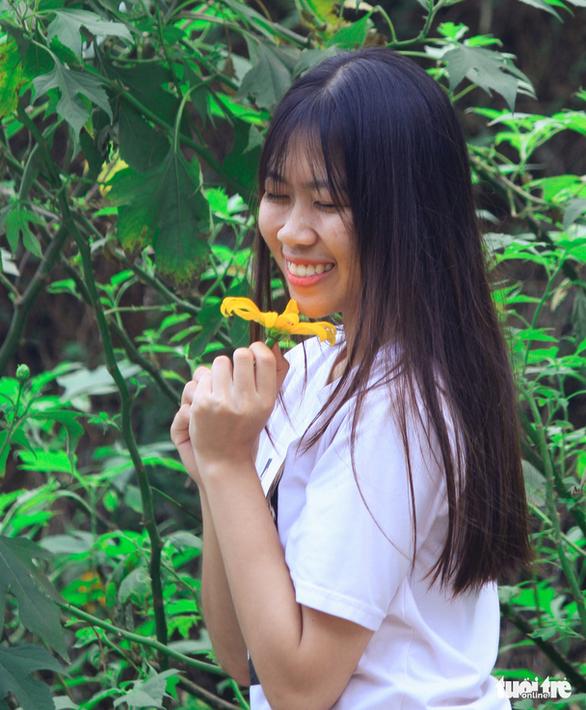 Hoa dã quỳ Ba Vì nở rộ hút giới trẻ Hà thành chụp ảnh check in - Ảnh 3.
