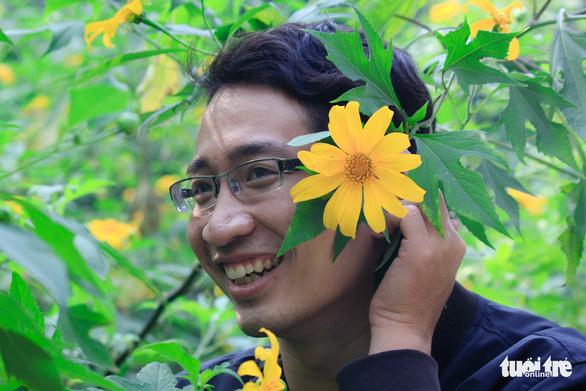 Hoa dã quỳ Ba Vì nở rộ hút giới trẻ Hà thành chụp ảnh check in - Ảnh 6.