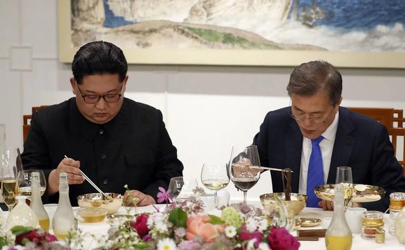 Truyền hình Hàn Quốc bỏ súng đạn, dùng mì lạnh để nói về Triều Tiên - Ảnh 4.